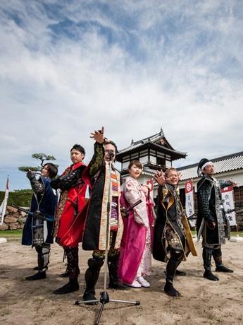 広島で活動する俳優やミュージシャン、タレントなどで構成する「安芸ひろしま武将隊」
