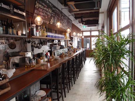 「路地裏ワイン酒場 パンチェッタ」1階フロア内観