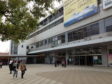 イルミネーションの点灯が始まるJR広島駅新幹線口広場
