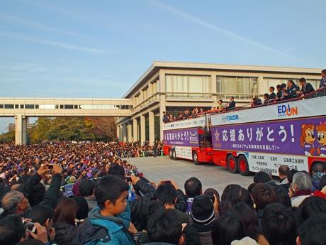 広島市中区で昨年、行われたサンフレッチェ広島のJ1優勝パレードと優勝報告会の様子