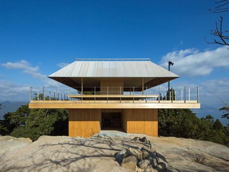 建て替え工事が終わった宮島・弥山の展望休憩所