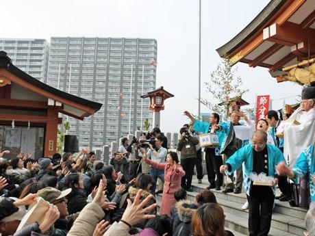 1500人の参拝者が集まった住吉神社の節分祭「焼嗅(やいか)がし」神事