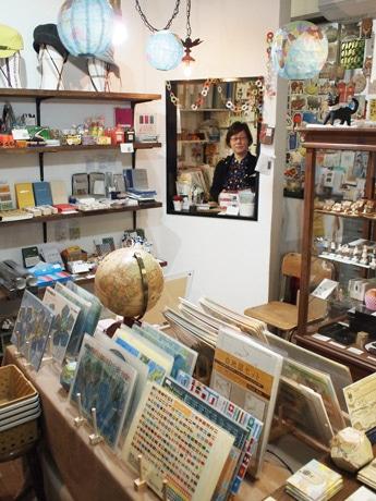 2年前に白島から袋町に移転した雑貨店「ミネット」店内