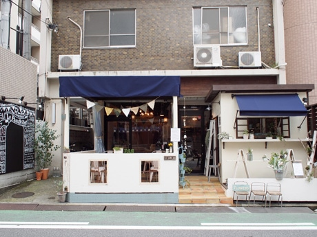 ウエディングに特化したサロン型セレクトショップをオープンした生花店「ル・パサージュ・エメ」外観