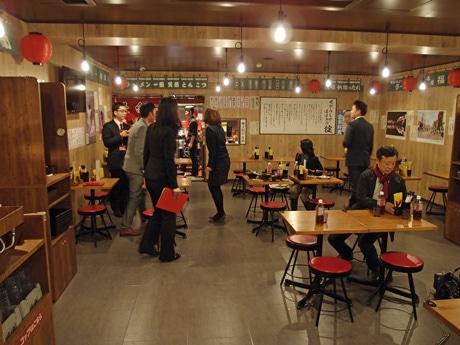 九州圏外で初出店となる「一蘭屋台」店内