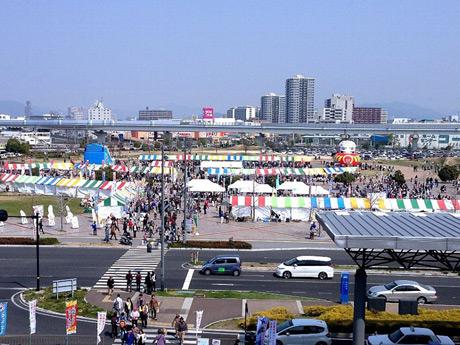 広島みなと公園をメーン会場に開く「広島みなとフェスタ」