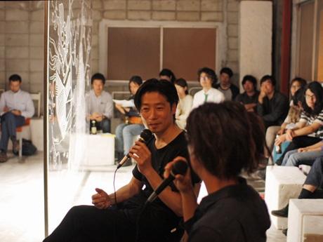 現代美術家岡本亮さんと音楽家宮内優里さんをゲストに招いた45回目の様子