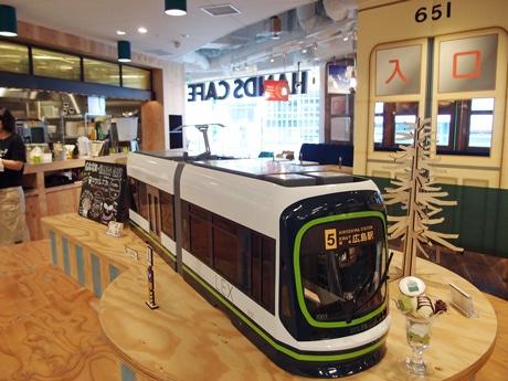 広島電鉄と東急ハンズ広島店がコラボした「ひろでんカフェ」店内