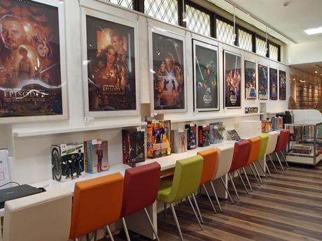 映画本などを集めた「八丁座映画図書館」で開くSF展
