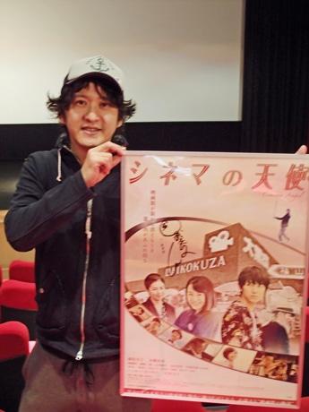 映画監督の時川英之さん。今月22日からアンコール上映が始まる横川シネマにて