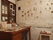 広島・横川の古書店で「蔵書票展」 版画教室の生徒ら20人の作品並ぶ