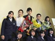 オール広島ロケ映画「モヒカン故郷に帰る」 舞台あいさつに松田龍平さん、前田敦子さん