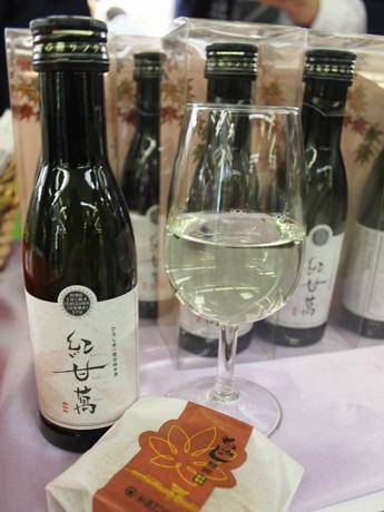 「ひろしま一途(いちず)な純米酒」の第1弾として販売を始めた「もみじ饅頭(まんじゅう)に合う純米酒」