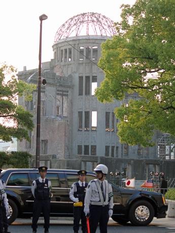 オバマ米大統領らを乗せた車両は帰りに原爆ドーム前を通過した