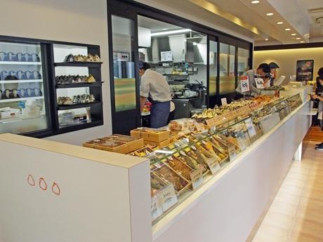 「仁多屋 紙屋町店」1階スペース