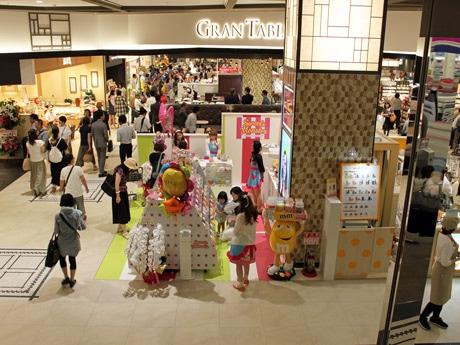 イオンモール広島府中にオープンした食物販ゾーン「グランテーブル」