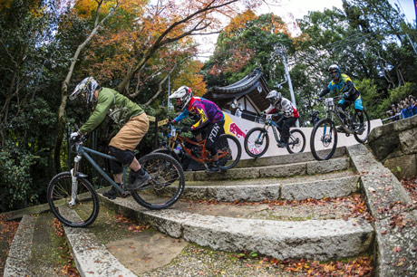 2014年に京都で開いた「ダウンヒル大会」の様子