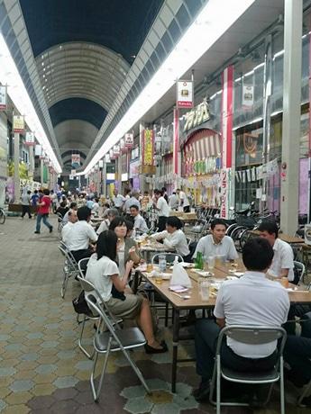 昨年、タカノ橋商店街で開いたビアガーデンの様子