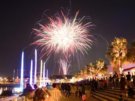 昨年イルミネーションに合わせて打ちい上げた花火の様子