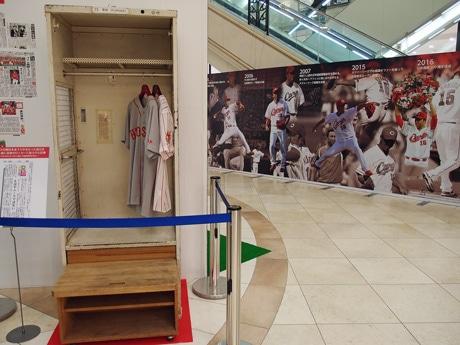 旧市民球場で黒田投手が実際に使っていたロッカーも実物を展示する