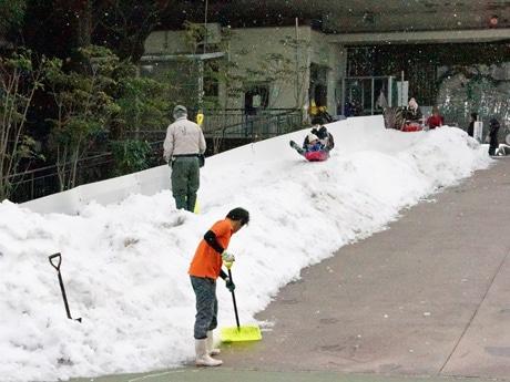 22日時点での雪で作った滑り台の様子