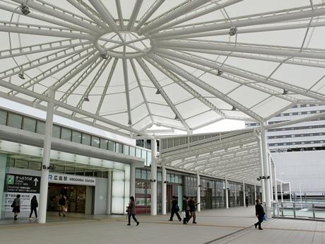 JR広島駅新幹線口ペデストリアンデッキ周辺にもテナントがオープンする