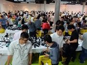 広島で中古カメラや写真用品のアウトレット市 2000点超そろえる