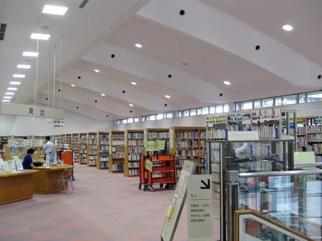 バリアフリー上映会を開く東広島市立中央図書館