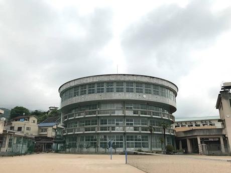 1963(昭和38)年に竣工し、54年にわたり生徒が学んできた呉市立片山中学校