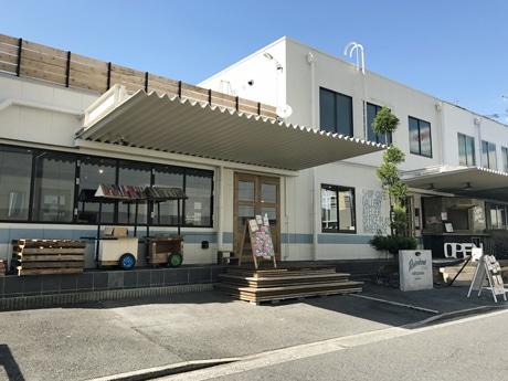 エディオンアルパーク南店そばに開いた「レインボー倉庫広島」外観