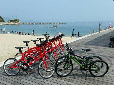 大人向け自転車は「アンデックス 凪NS451」カープコラボレーションモデル(写真左)を用意する