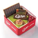 カープの「重箱」入りクリスマスケーキ イズミが販売、スタメンボードはデコペンで手描き