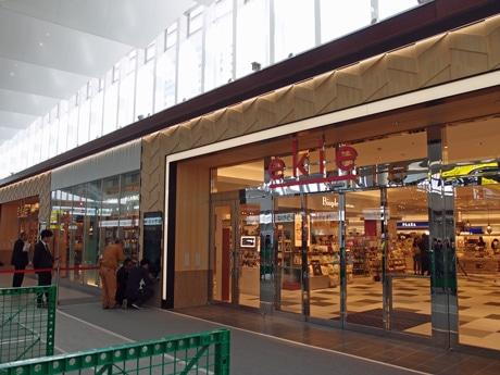 広島駅にオープンする商業施設「エキエ」外観