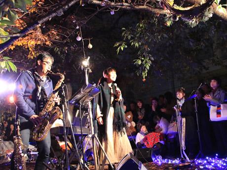京橋川沿いの水辺で開くジャズコンサート。写真は過去に開催したイベントの様子