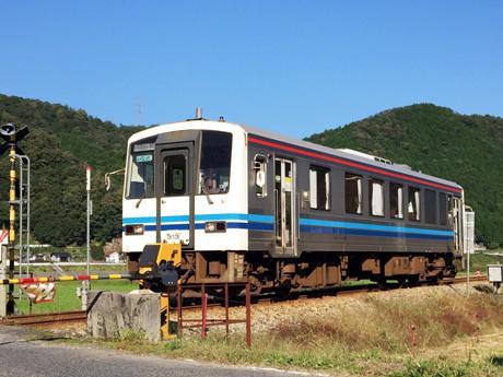 三江線を走る一両編成の電車「キハ120形気動車」