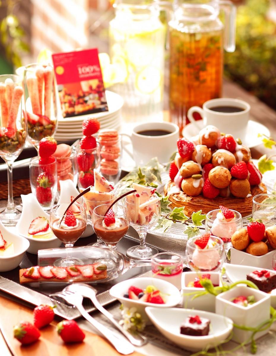 ストロベリーデザートビュッフェのイメージ。今年はイチゴの産地を限定せずに使うという