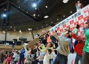 広島で「折り紙ヒコーキ」大会 体育館会場に個人戦で滞空時間競う