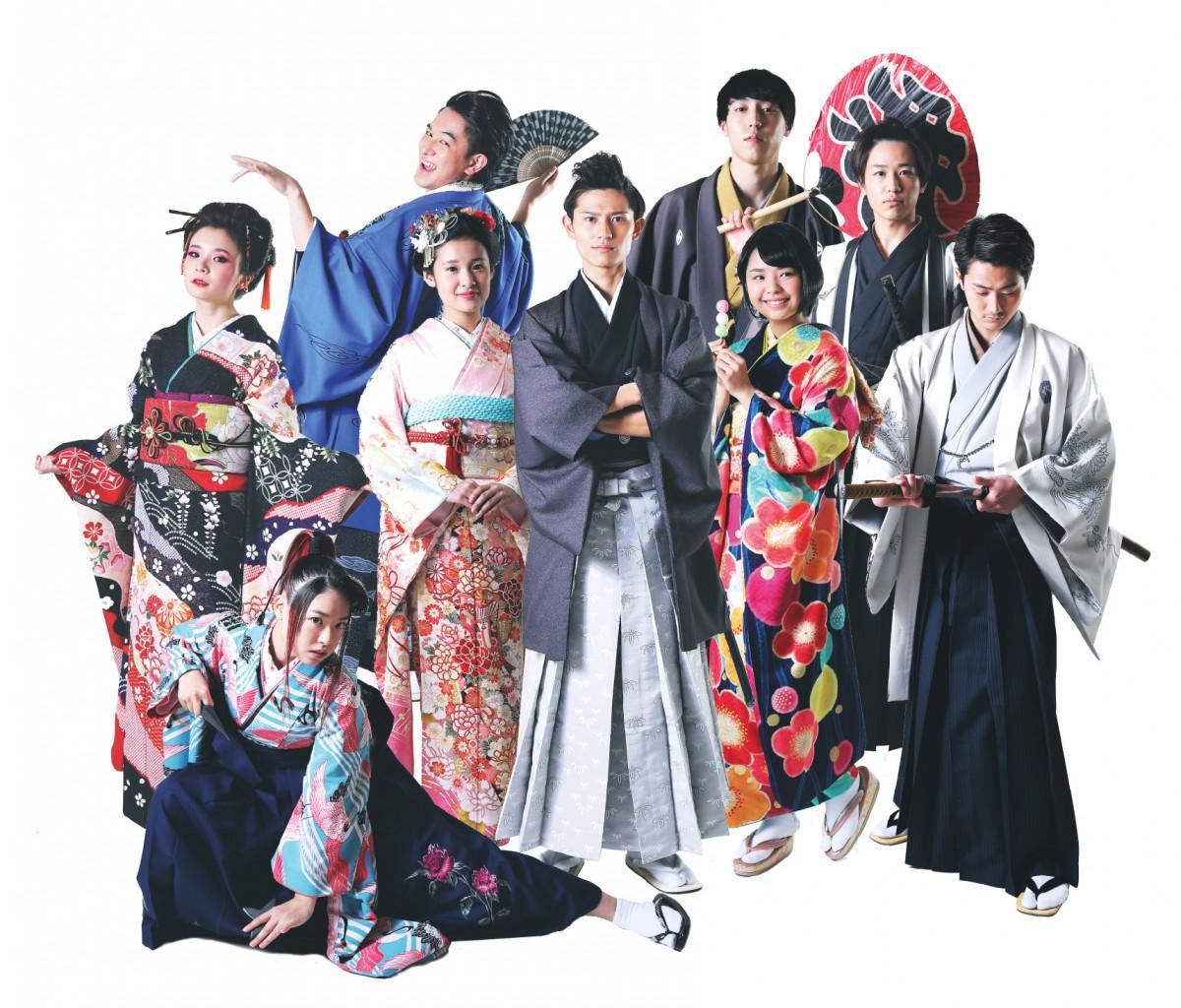 江戸時代の武将や町娘、商人などに扮(ふん)したイベントスタッフは広島のミスコンファイナリスト達