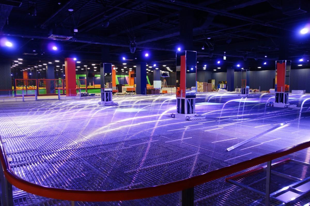 エンターテインメントゾーン「ほしかげシティ」に導入する屋内型のアイススケートリンク(写真は氷を張る前)