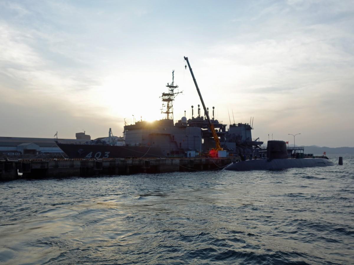 呉港からは海自呉基地、巨大船造船所、戦艦大和ドック跡地を巡るクルーズ「呉艦船めぐり」も実施されている
