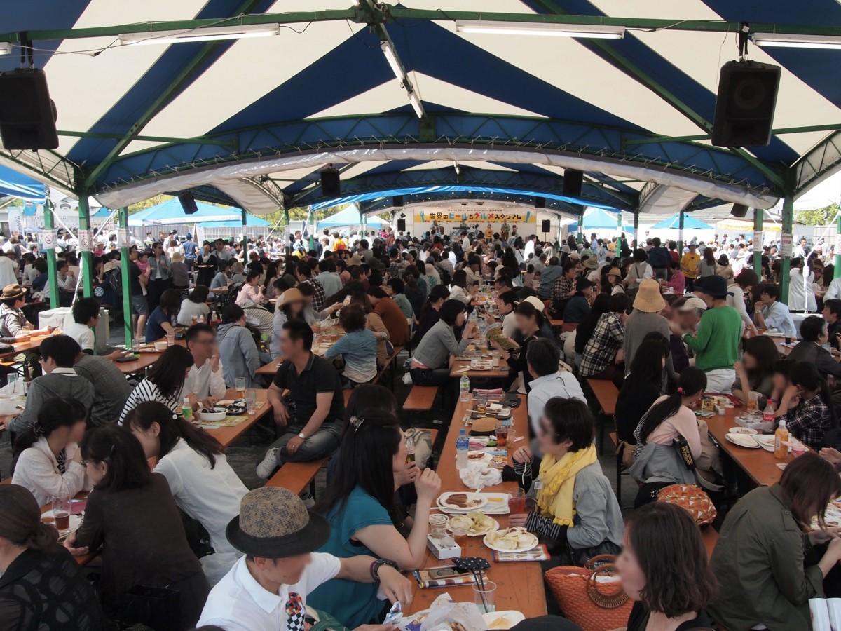旧広島市民球場跡地で開いてきた屋外型ビールイベント「世界のビールとグルメスタジアム」の様子