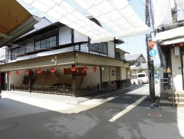 広島・宮島表参道商店街の世界一「大しゃもじ」が移動 公衆トイレ建設で