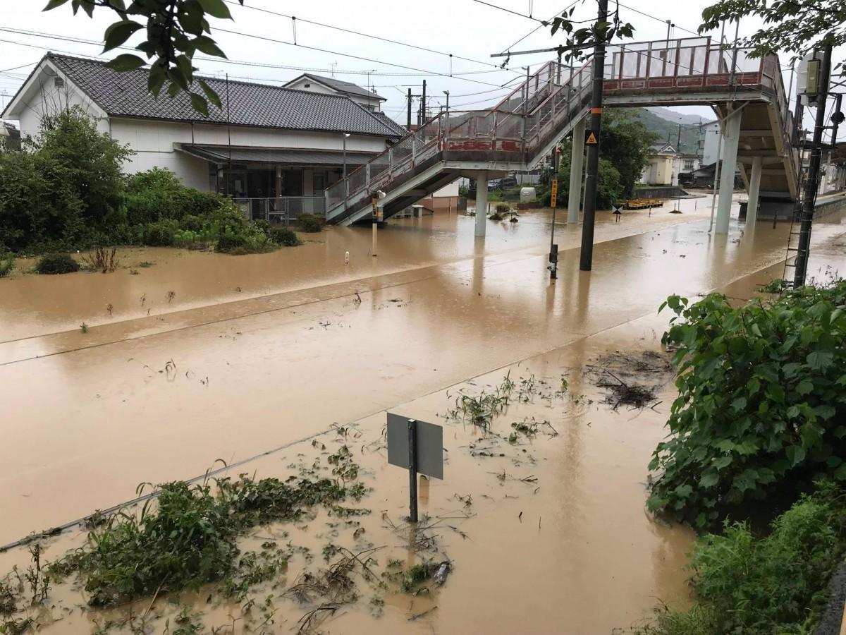 豪雨翌日にプロジェクトメンバーが撮影したJR呉線安芸川尻駅