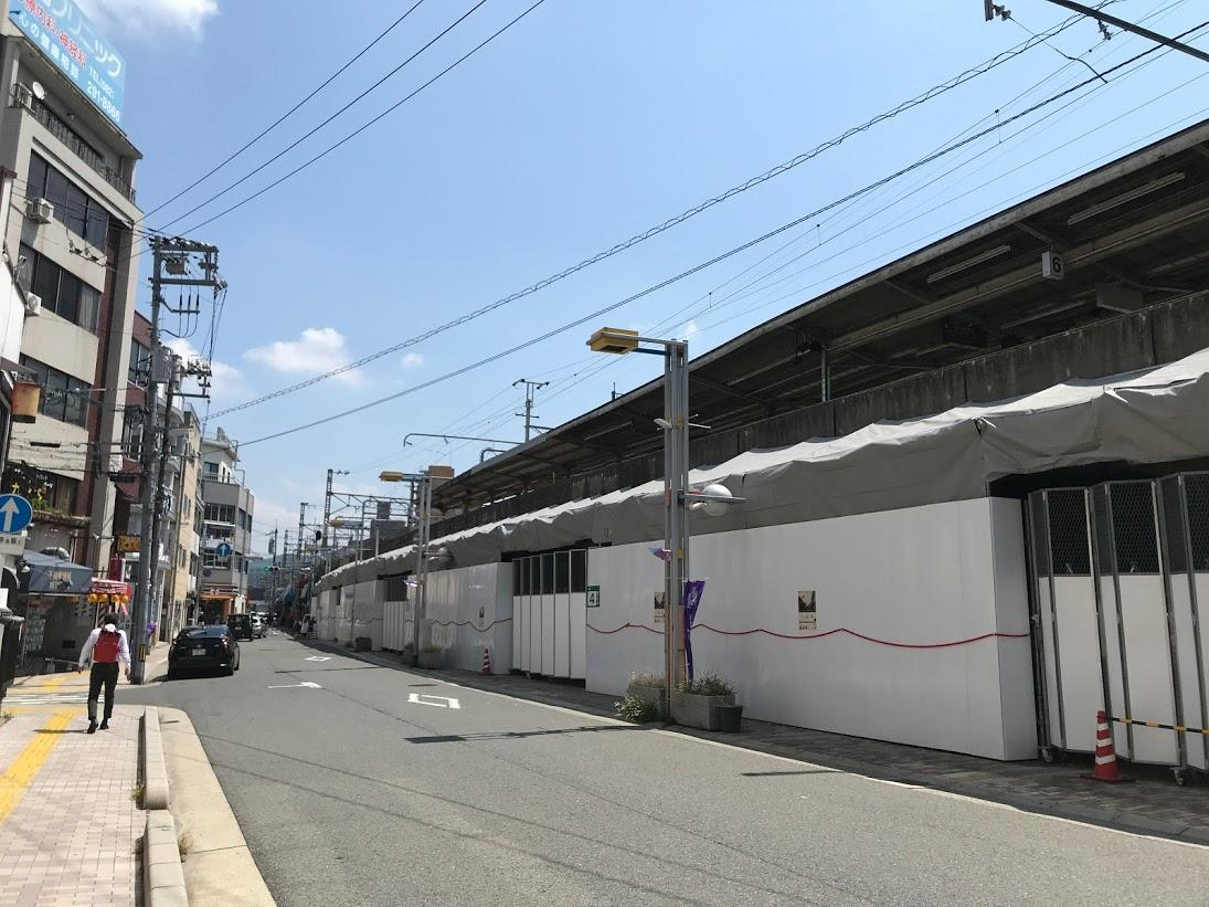 今年4月に高架橋の耐震補強工事が始まったJR横川駅北口エリア