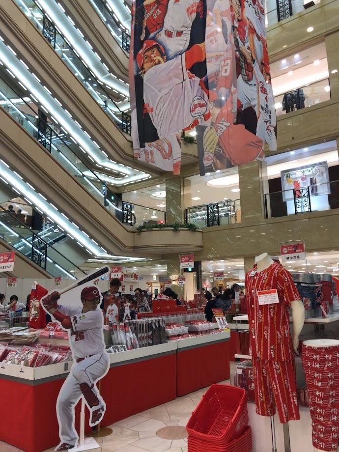 福屋広島駅前店で始まったカープグッズ約500点を集めた催事企画
