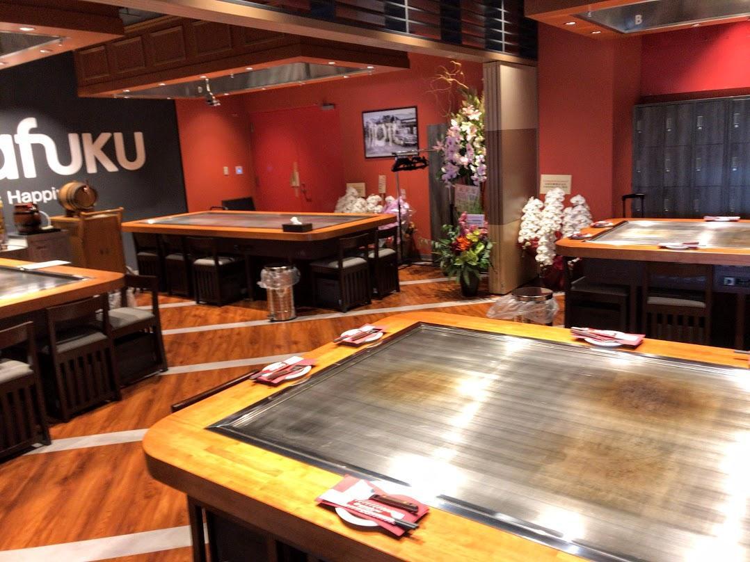 駅エカのグルメゾーン「エキエ ダイニング」に新しくオープンした大型飲食店街「エキエダイニングテラス」内のお好み焼き体験店「オコスタ」店内