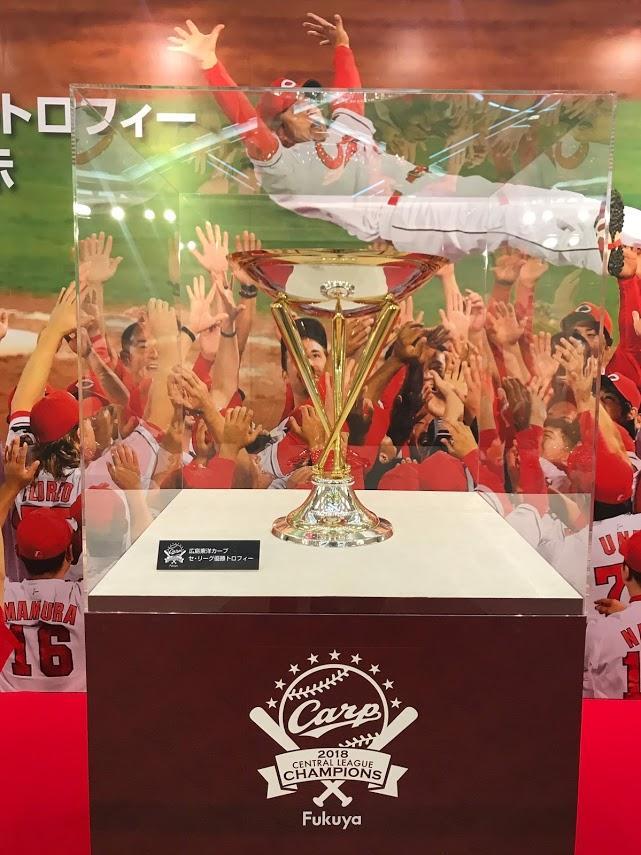 米大リーグのトロフィー製作を手掛ける高級宝飾店「ティファニー・アンド・カンパニー」が作った優勝トロフィー