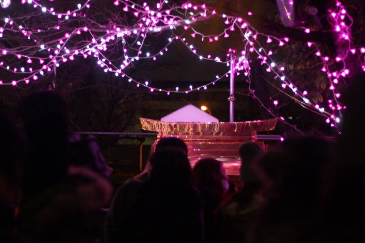 毎年バレンタインデー当日にハート形の打ち上げ花火や屋台での飲食販売などを行う「横川バレンタイン」