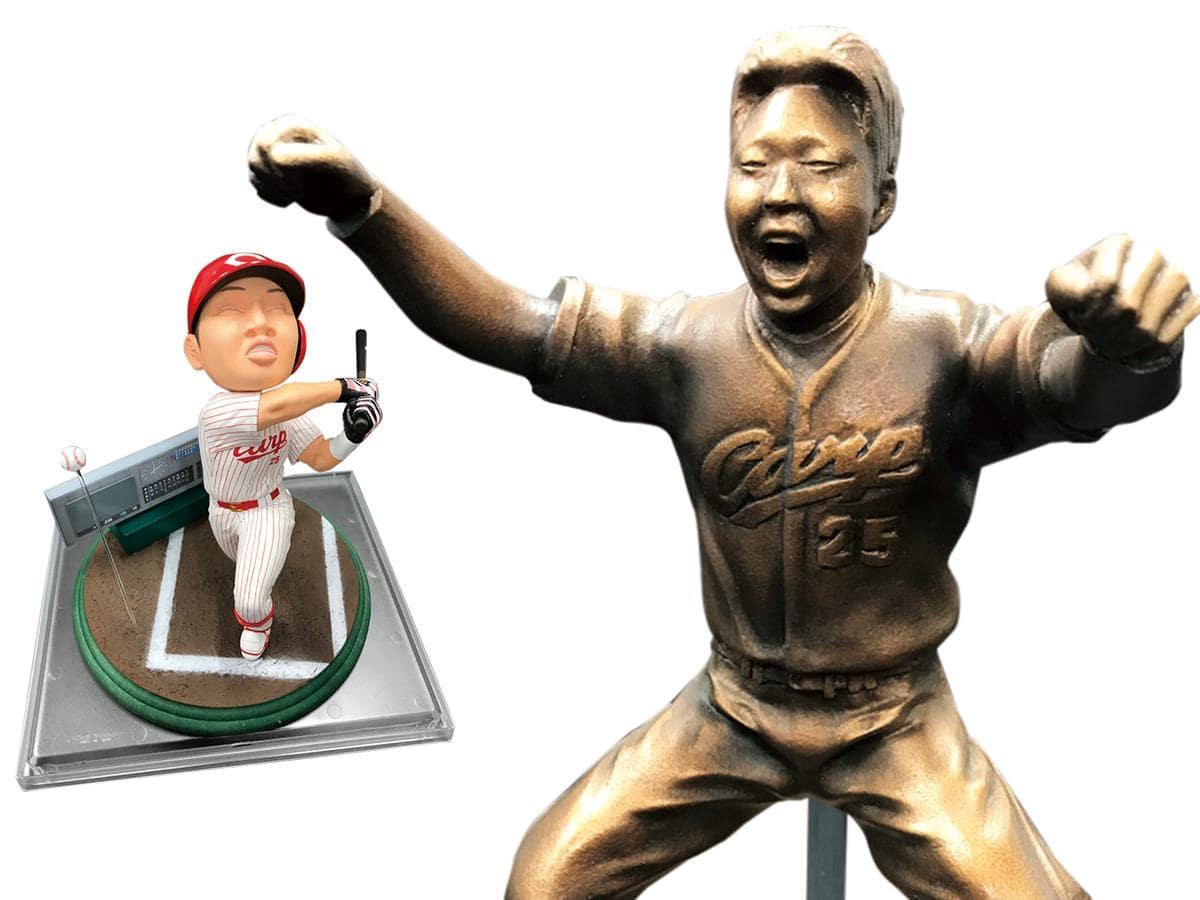 29日からは新井さんの引退セレモニーで手渡された「大三振人形」「大飛躍銅像」(写真右)の特別展示も行う