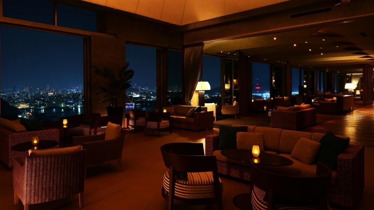 「新元号カウントダウンパーティー」を行うホテル最上階のスカイラウンジ